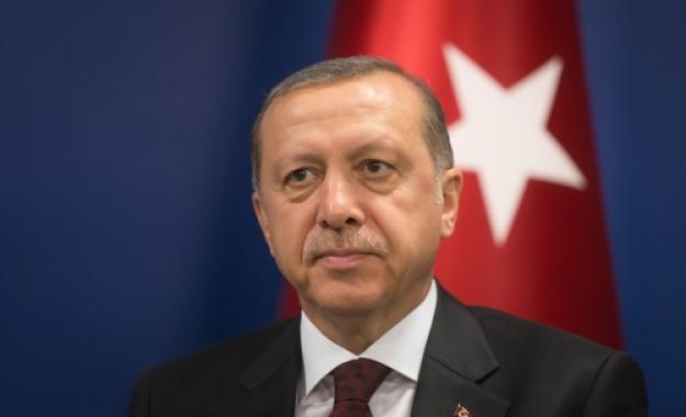 """Ερντογάν: """"Η Τουρκία θα ενεργήσει χωρίς να ρωτήσει κανέναν αν δεχθεί επίθεση"""""""