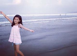 Anantya Rezky Kirana di Pantai