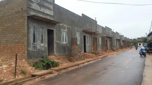 """Bangunan Rumah Kopel Berdiri Diatas Drainase """"Diduga Pake 'IMB' Abal_Abal"""""""