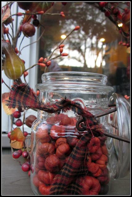 wreath and mason jar with mini pumpkins
