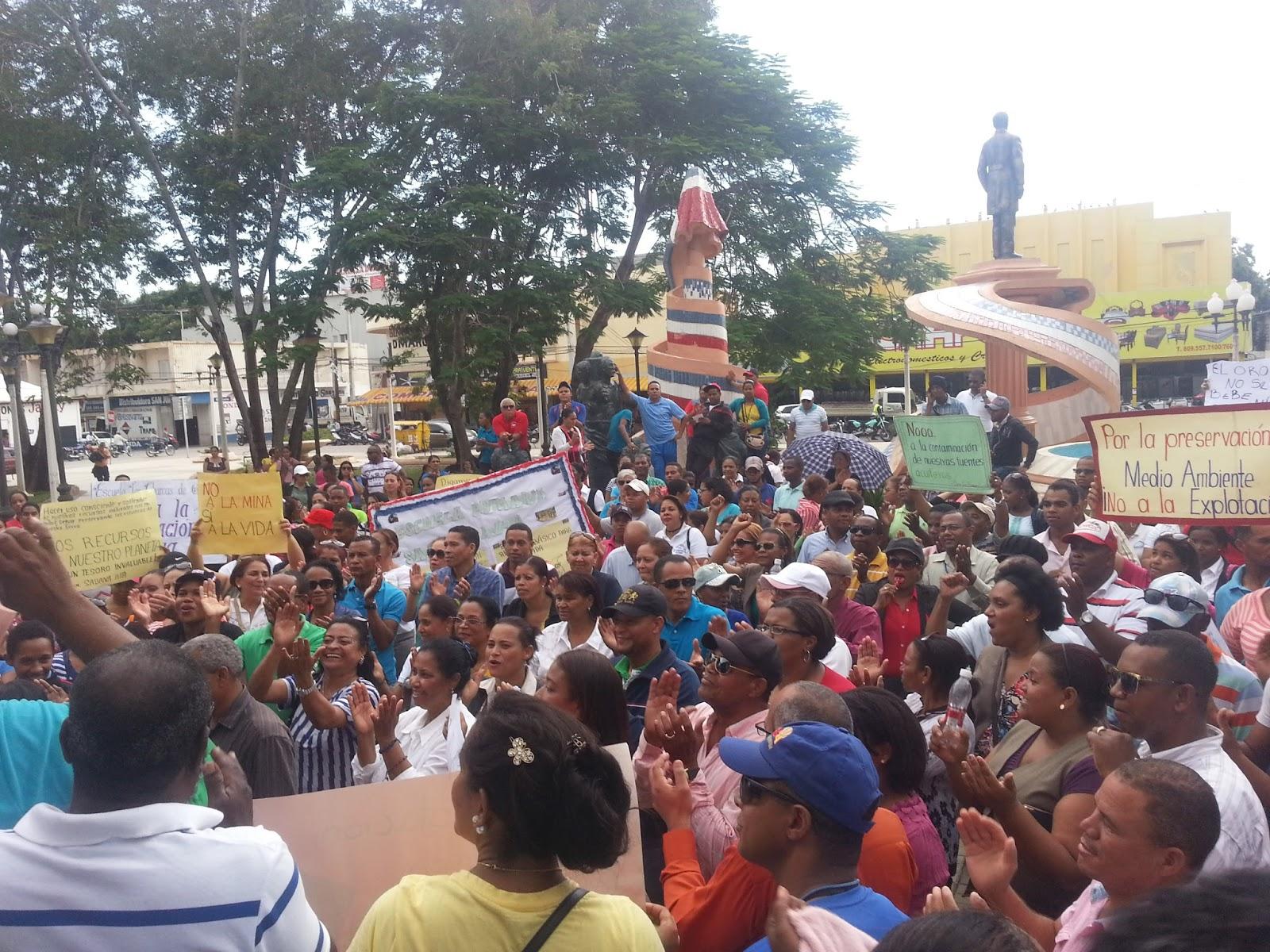 Resultado de imagen para imagen de profesores de san juan en las calles en protestas adp