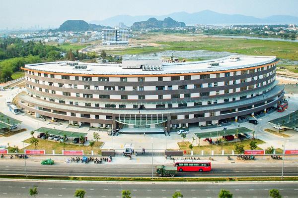 Một Ngày Làm Việc Của Nhân Viên Tại FPT Complex Đà Nẵng