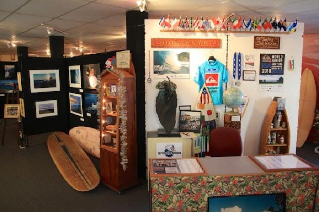 International Surfing Museum com criança em Huntington Beach