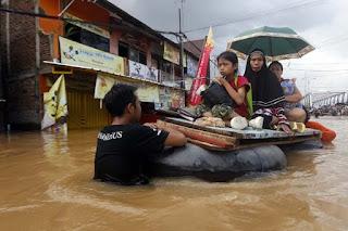 Basarnas Manfaatkan Air Citarum Untuk Korban Banjir