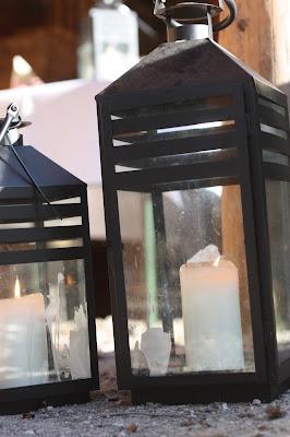 Hüttenabend mit Laternenlicht, Hochzeit in Bayern, edel-bayerisch, Himmelblau und Edelweiss, heiraten in Garmisch-Partenkirchen, Hochzeitslocation Riessersee Hotel, wedding destination abroad, Germany, Bavaria, blue and white