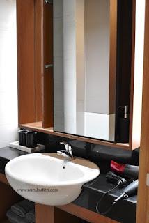 kamar mandi toilet wastafel panasonic panahome type a dan b marketing gallery savasa deltamas cikarang opening ceremony nurul sufitri blogger rumah cluster