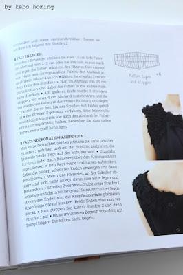 mein shelfie, monatliches Blogevent bei kebo homing, dem Südtiroler Food- und Lifestyleblog, Decoidee, schwarz-weiß-Dekoration, shelfie, Regal dekorieren, Buchvorstellung, upcycling Kleidung, hauptverlag