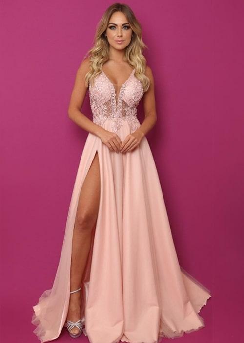vestido rosa estilo princesa com fenda