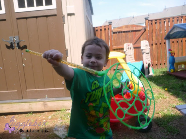 fun with kids, playing with bubbles, outside fun with the kids, cheap entertainment outside for the kids,