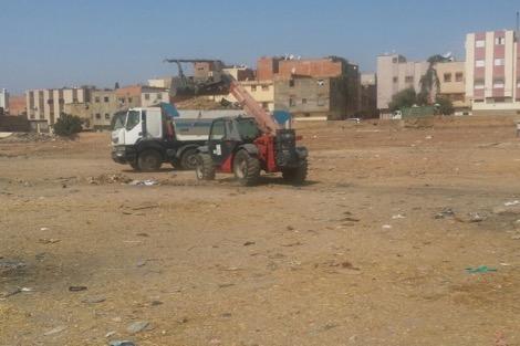 """حملة لتنظيف سوق ومحيط """"سيدي بوزكري"""" بمكناس"""