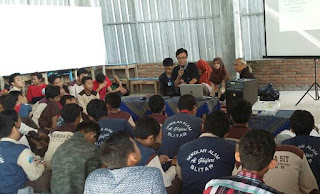 Sharing Literasi di SMP/SMA Alam Al Ghifari Blitar