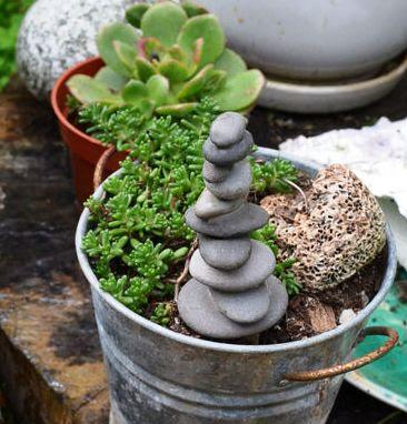 cara membuat menara batu untuk pot dan taman