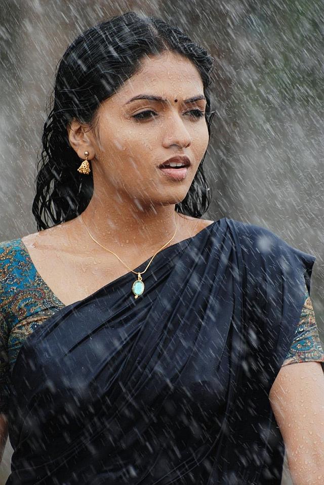 Sunaina in black saree