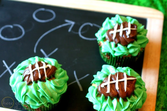 Football Cupcakes from herecomesthesunblog.net