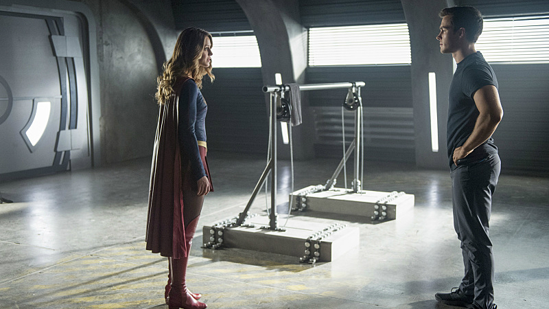 Melissa Benoist Mon-El Chris Wood Supergirl 2x04 S02E04 Survivors