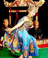 Kesenian-Kebudayaan-asli-Tradisional-Khas-Sunda-Daerah-Jawa-Barat