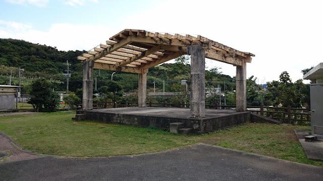 稲嶺農村公園のステージの写真