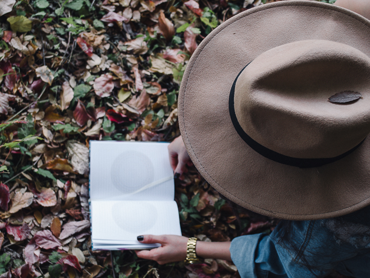 fashion blogger diyorasnotes autumn denim jacket midi skirt hat%2B%252821%2B%25D0%25B8%25D0%25B7%2B24%2529 - RED LIPS, BANDANA AND MIDI SKIRT