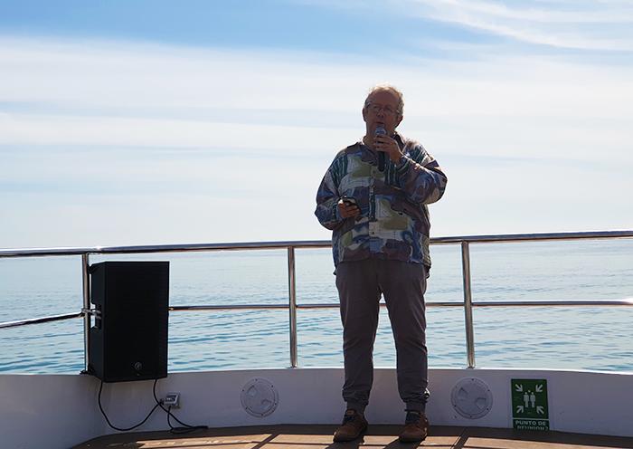 Carlos Catena lee poemas en «El barquito poético»