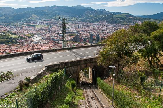 Subida al monte Artxanda en Bilbao por una bilbaina