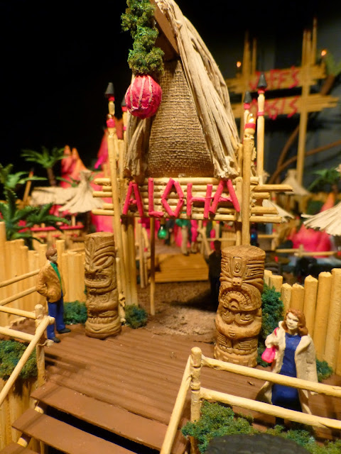 http://lancecardinal.blogspot.ca/2014/04/jeffs-oasis-tiki-bar-resort-model-20.html