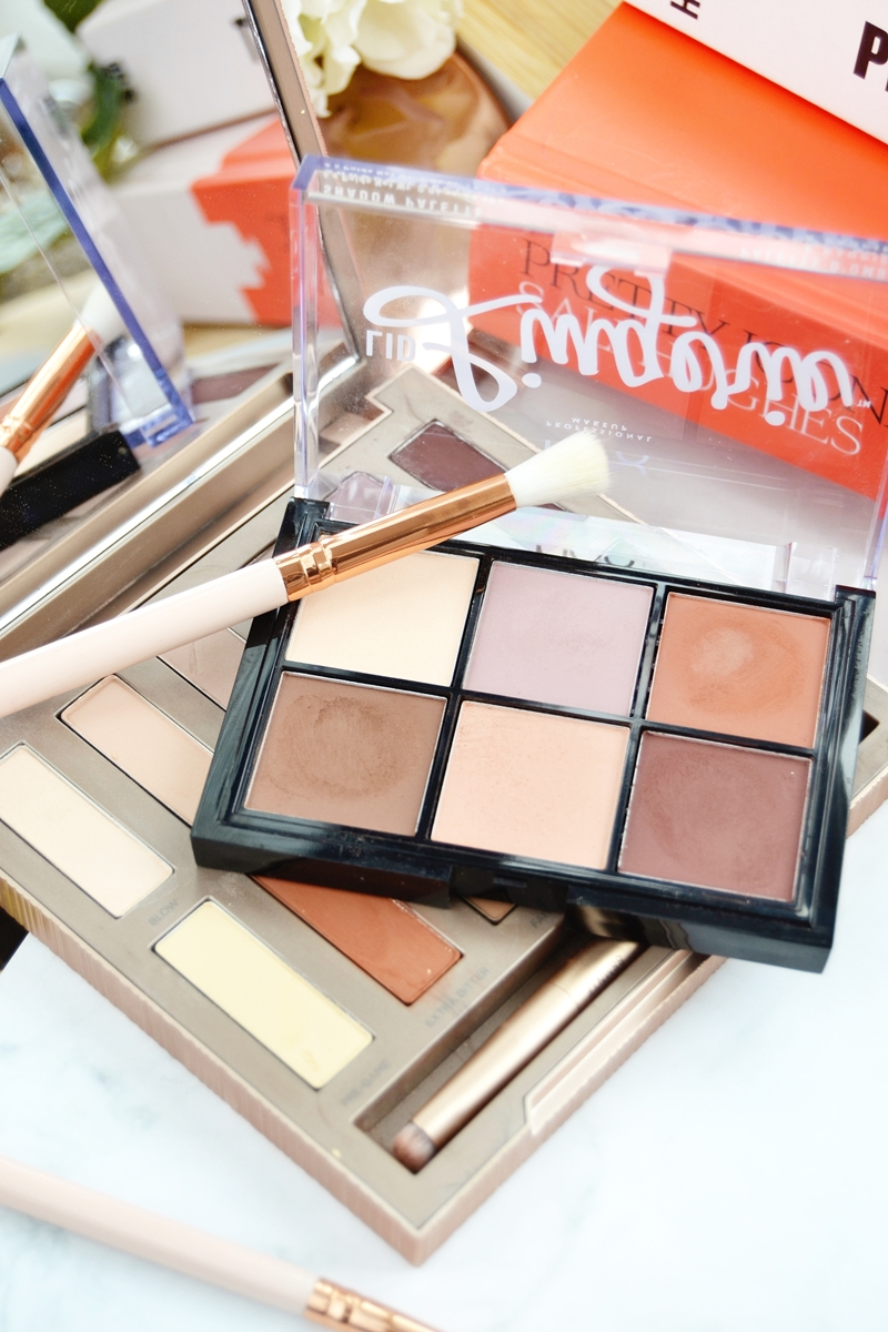 URBAN DECAY   Naked Basics Eyeshadow Palette - Penha Duty