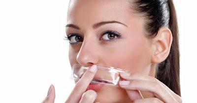 10 manfaat es batu yang terbukti untuk kecantikan wajah