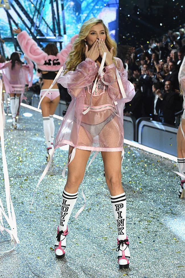 victoria-secret-show-2016, victoria-secret-show-2016-paris, victoria's-secret-show-2016, victoria-secret-produit, victoria-secret-paris, victoria-secret-paris-2016, victoria-secret-fashion-show-2016, victoria's-secret-fashion-show-2016,victoria-secret-fashion-show-2016, 2016-victoria-secret-fashion-show, bella-hadid-victoria-secret, gigi-hadid-victoria-secret, kendall-jenner-victoria-secret, dudessinauxpodiums, du-dessin-aux-podiums