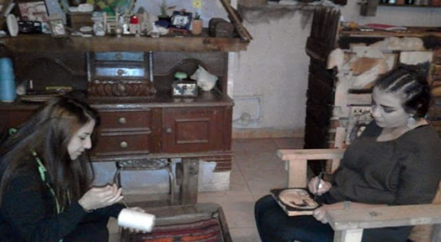 بأفكار بسيطة شقيقتان بالسويداء تؤسسان مشروعاً إنتاجياً صغيراً للحرف اليدوية.