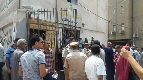تجمع الاهالي امام  مستشفى قويسنا المركزي الان  لاستلام جثامين الشهداء