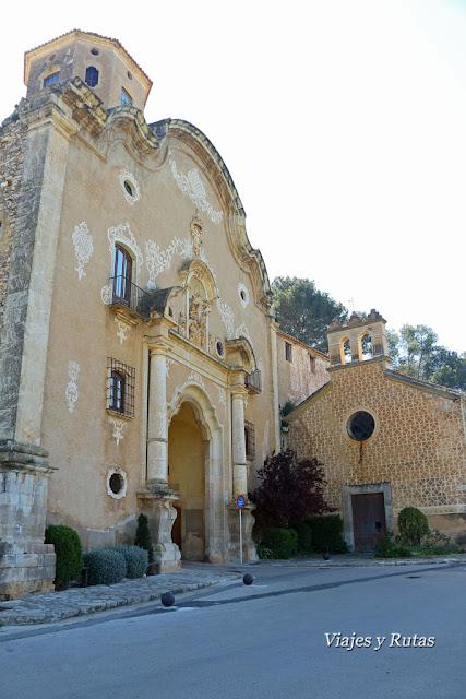 Puerta de la Asunción  e Iglesia de santa Lucía, Santes Creus