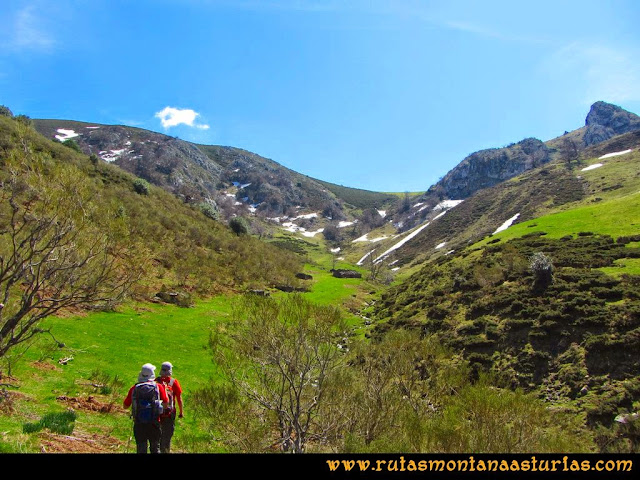 Ruta al Campigüeños y Carasca: Llegando a Valloseru