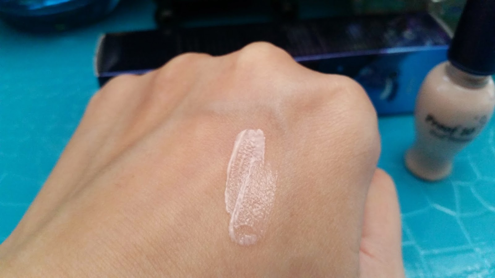 Etude House Proof 10 Eye Primer Pearly formula