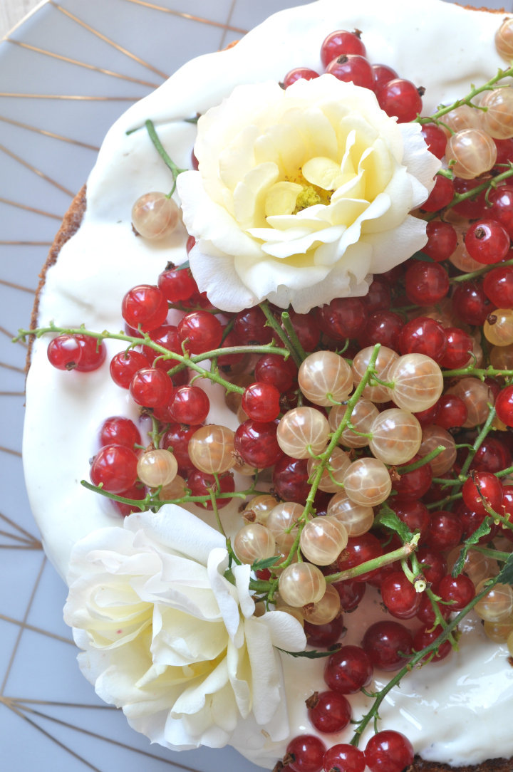 extra fluffy sponge cake with red currants - nobody will notice it's gluten free!