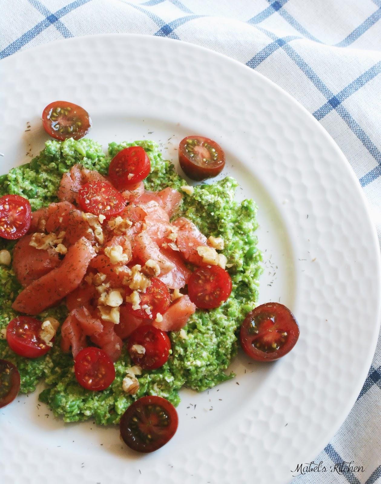 salmón-tomatitos-sobre-crema-guisates-ricotta