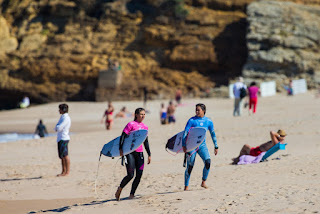 7 Alessa Quizon HAW and Sage Erickson USA Cascais Womens Pro foto WSL Laurent Masurel