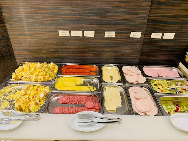 Budapest Airport (BUD) Lounge Review: Menzies Aviation Lounge and SkyCourt Lounge For LOT Polish Airlines Business Class Passengers