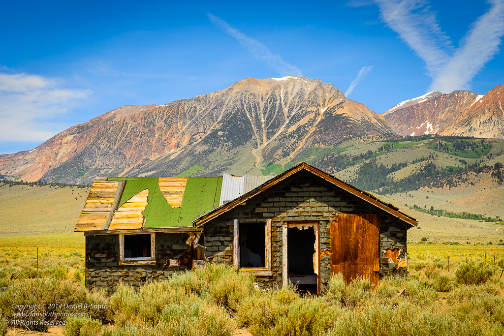 a photo of a dilapidated old house in the eastern sierra region of california