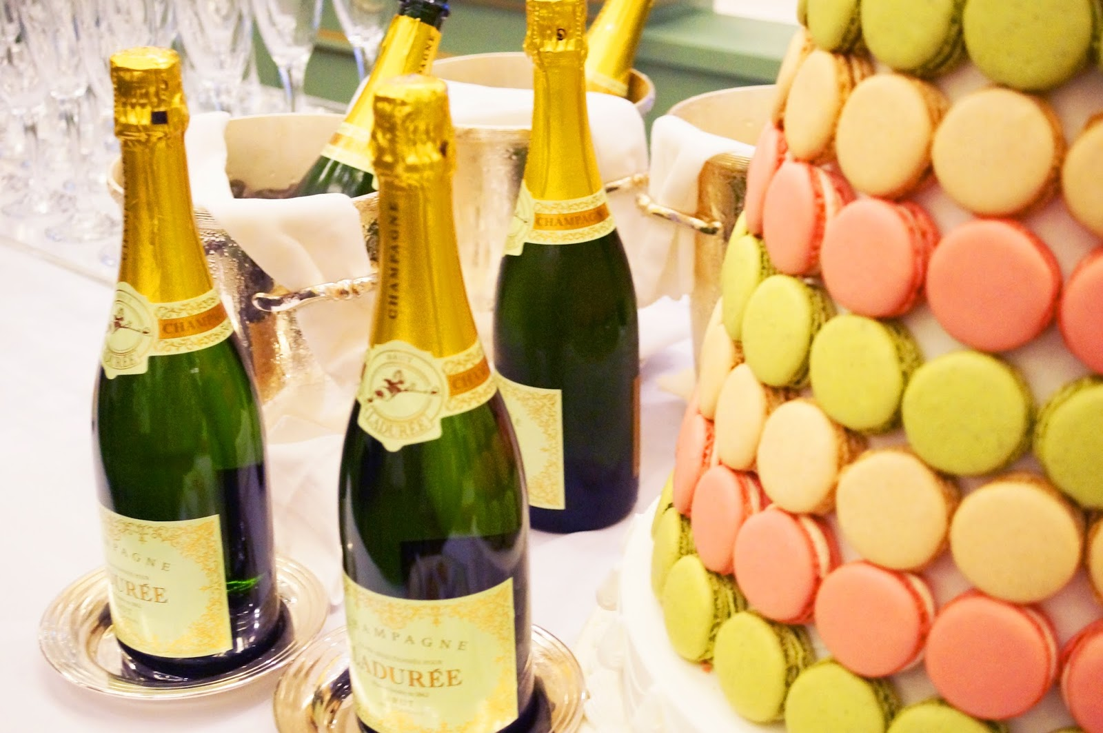 What could be better than champagne and macaroons! Tres chic!