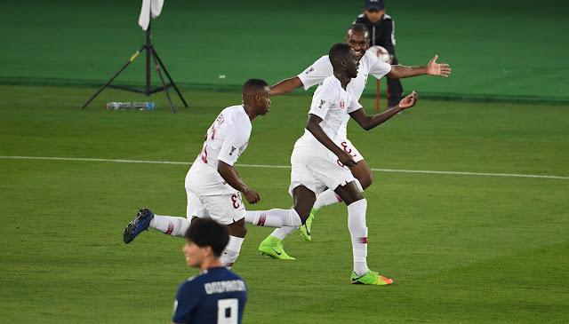 Cầu thủ Qatar ăn mừng bàn thắng