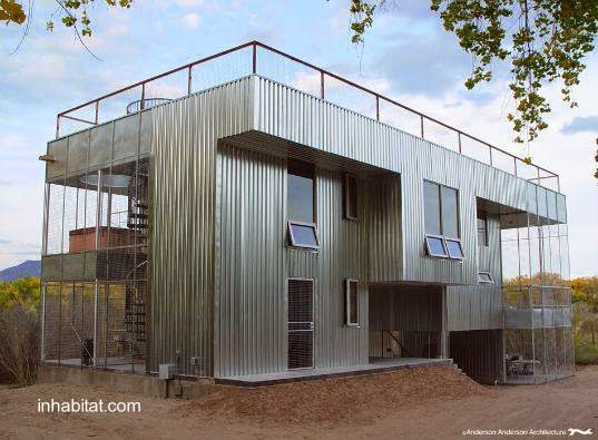 Casa de metal en construcción