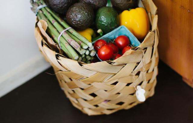 Jak zrobić zakupy spożywcze bez wychodzenia z domu? Zakupy internetowe