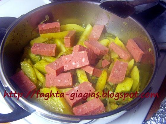 Πατάτες με κορν μπιφ στο τηγάνι - Τα φαγητά της γιαγιάς