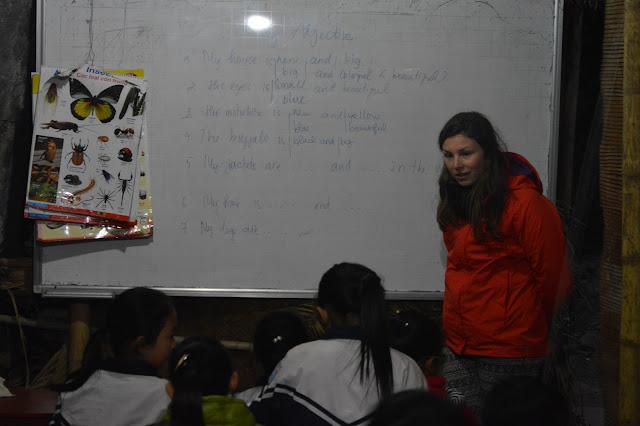 Cours d'anglais dans un village de la baie d'halong terrestre