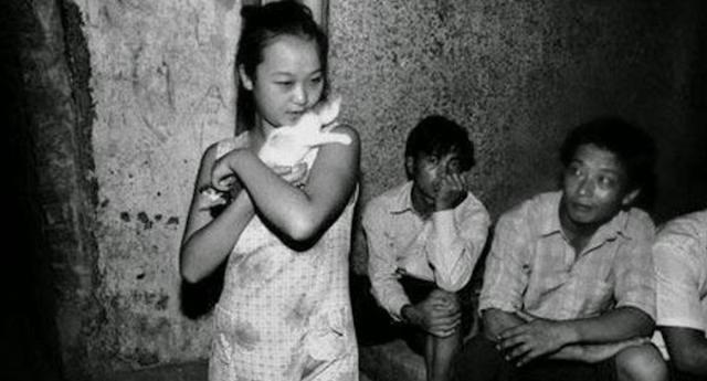 Kejam! Cuma Demi Ini Gadis 16 Tahun Pasrah Dipaksa Ramai-ramai Gituan. Ini Kisahnya Bikin Nangis