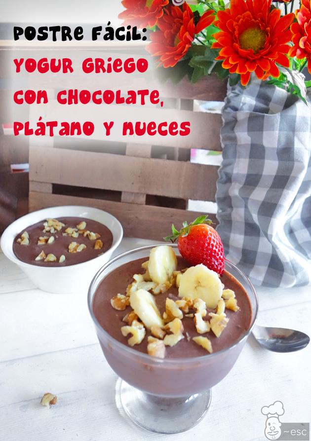 Postre fácil de yogur griego con chocolate, plátano y nueces (estilo Chunky Monkey)