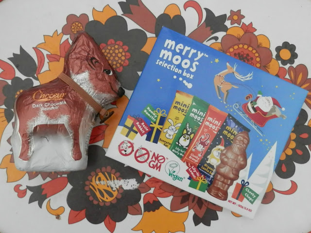 Aldi vegan dark chocolate reindeer, Merry Moos Mini Moos chocolate bars.  What do vegans eat at Christmas?  Seasonal vegan treats and snack ideas.  secondhandsusie.blogspot.co.uk #veganblogger #ukvegan #vegan