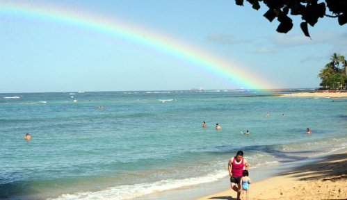 #PraCegoVer: Arco-íris na praia.