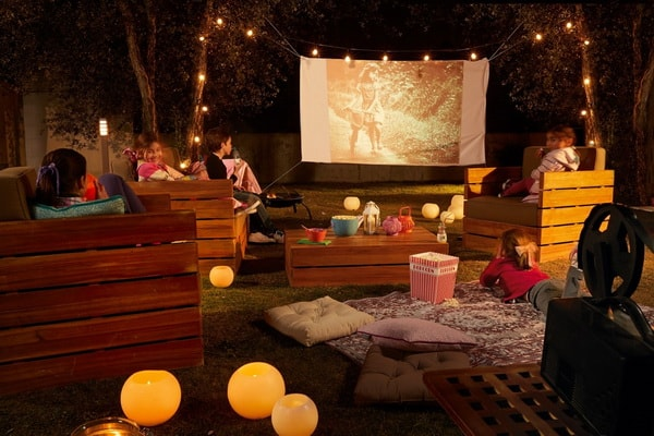 Easy DIY Outdoor Cinema in The Garden - Home Garden Cinema 2