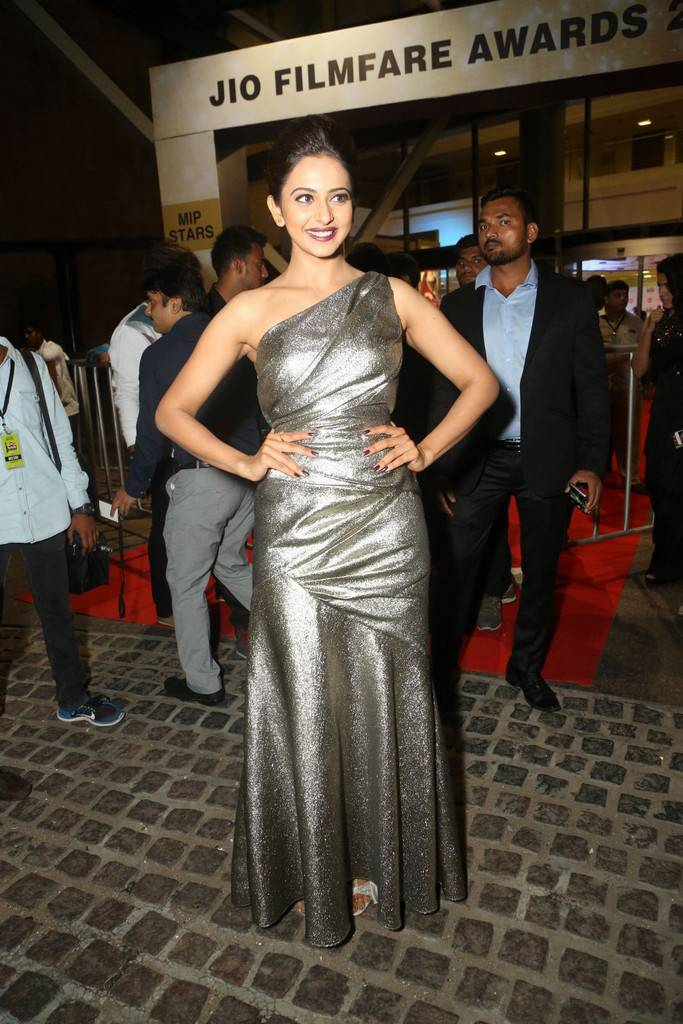 Rakul Preet Singh At 64th Filmfare Awards 2017 Gallery – Webenty